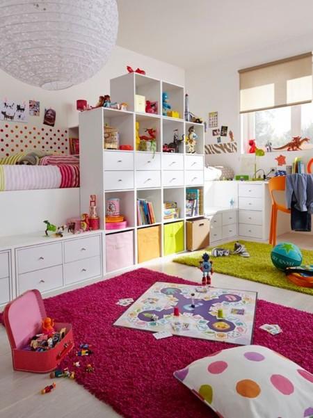 Una habitaci n para jugar y so ar ideas divertidas para - Estanterias para guardar juguetes ...