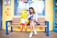 Milhouse se codea con las bloggers... Busca las 7 diferencias en la imagen