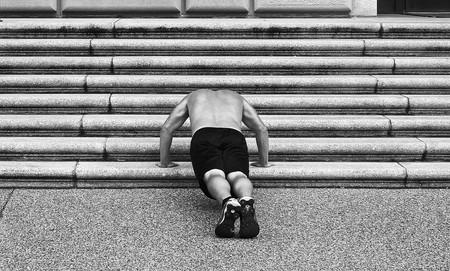 Tres rutinas exprés para entrenar al completo en escaleras