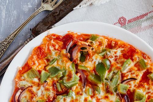 Pizza casera de chile poblano. Receta fácil de pizza