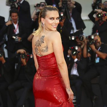 Festival de Venecia 2019: Scarlett Johansson, una radiante mujer de rojo que capitanea la 'red carpet' del segundo día de Venecia