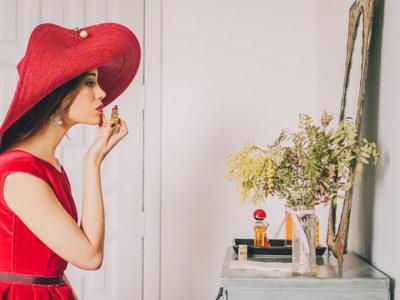 Tocados para bodas de mañana capaces de llenar de glamour un look de invitada