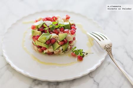 Tartar de langostinos con aguacate y granada: receta de aperitivo fresco y muy vistoso