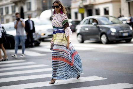 En verano los vestidos se acompañan de rayas multicolor, ¿a qué esperas para lucir tu diseño?