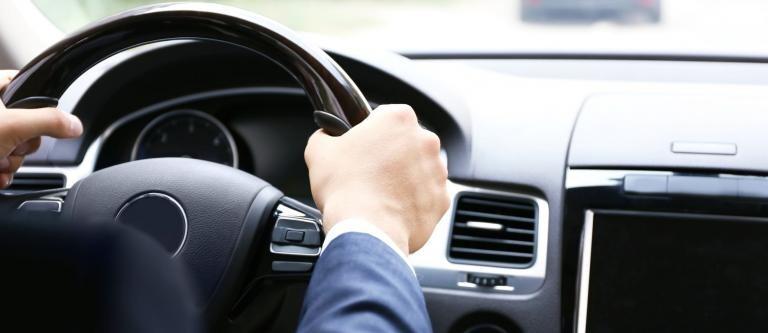 Así es la nueva ley que trae multas más duras para Uber y Cabify: recoger un cliente que no ha precontratado será infracción muy grave
