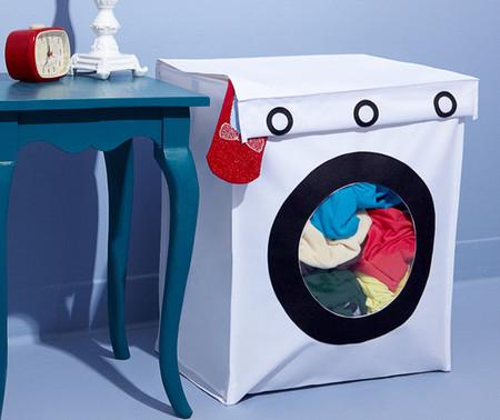 Una cesta para la ropa sucia con forma de lavadora