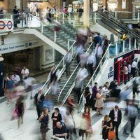 El Gobierno británico ofrecerá hasta 3.000 libras a los que sustituyan el coche por otros medios de transporte