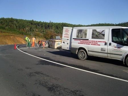 Trabajos de remate en una carretera