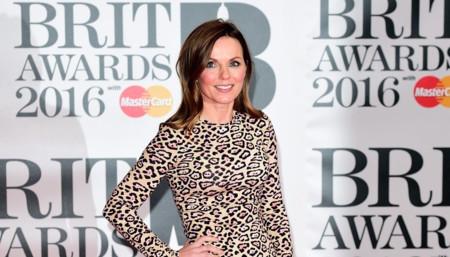 Geri Halliwell se enfunda en un vestido de leopardo en los Brit Awards 2016