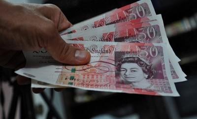 Inglaterra podría pasarse a los billetes de plástico
