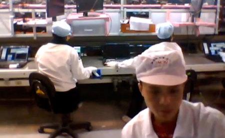 Una cadena de montaje de HP vista desde la webcam de un portátil