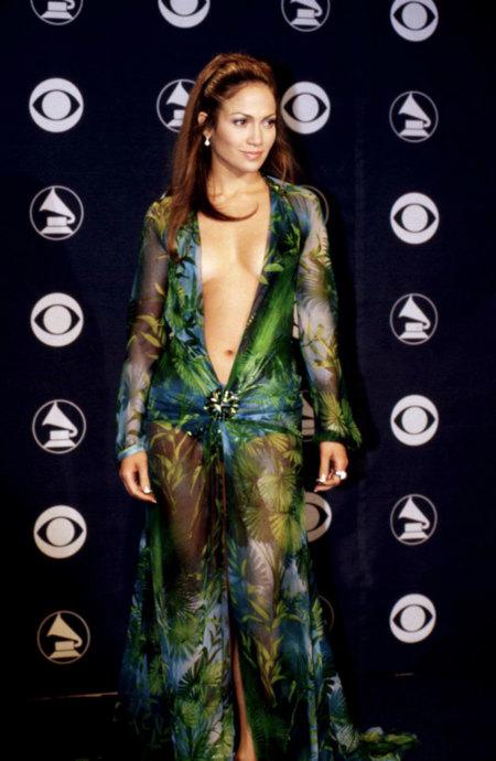 El mítico vestido (y escotazo) de Jennifer Lopez que creó Google Images