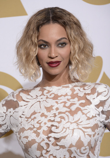 Furor por el encaje blanco floral en los vestidos de fiesta de las celebrities