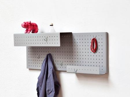 Una buena idea: paneles perforados para mantener el orden en casa