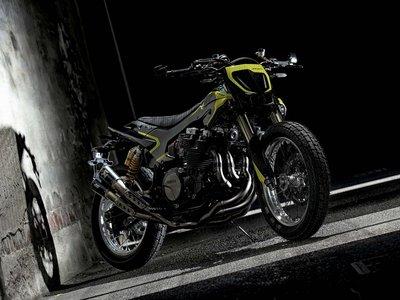 Valentino Rossi tiene un nuevo juguete: Yamaha XJR1300 MYA, una flat tracker única en el mundo