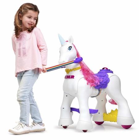 En Amazon tenemos este unicornio a batería para cabalgar dentro y fuera de casa por 246,75 euros y envío gratis