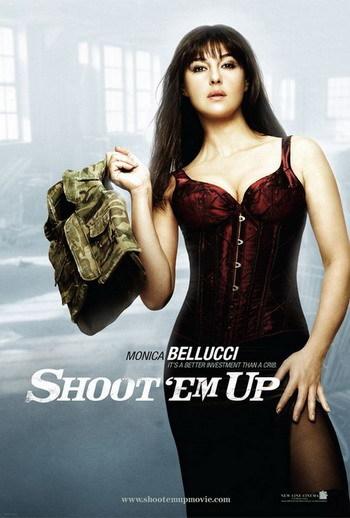 Posters de 'Shoot ´Em Up' con Monica Belucci y Clive Owen