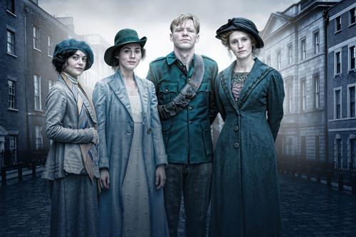 Si te interesan las series históricas, en Netflix tienes 'Rebellion', una de sus propuestas más rigurosas