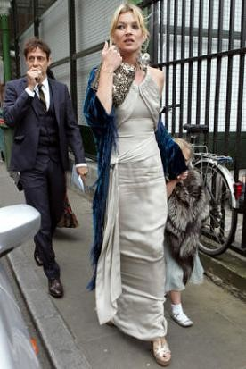 Kate Moss va de boda (¡y nosotros tomamos nota para nuestro especial!)