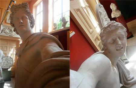 Estatuas haciéndose selfies, ¿una crítica sociológica o la moda está llegando demasiado lejos?
