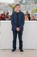 Gus Van Sant presenta su nueva película en el Festival de Cine de Cannes con un sencillo look minimal