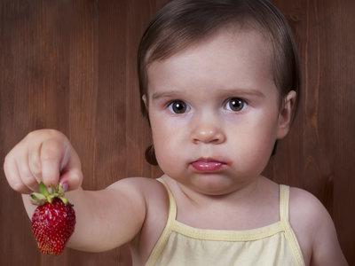 La dura batalla de los padres de niños con alergias contra los que insisten en darles lo que no pueden comer