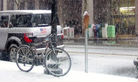 Bicicleta anclada a farola