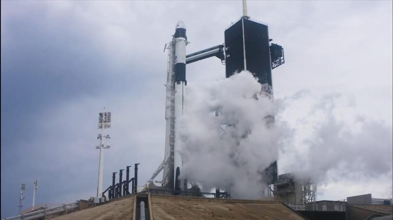 Lanzamiento abortado: la primera misión tripulada de SpaceX se pospone debido a las condiciones climáticas