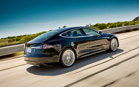Con 47 mil millones en bolsa, Tesla vale más que Ford. Así ha adelantado Elon Musk a un gigante del Motor