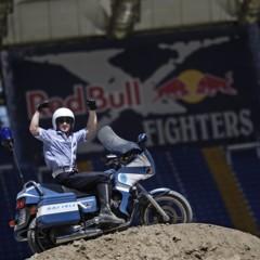 Foto 2 de 10 de la galería red-bull-x-fighters-de-roma-la-previa-con-una-moto-guzzi-de-la-policia-italiana en Motorpasion Moto