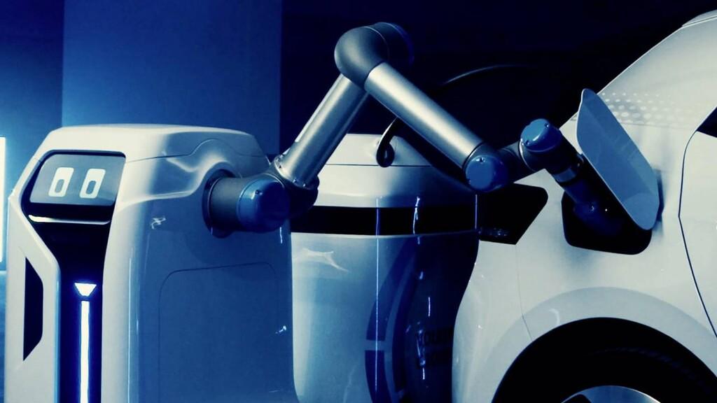 Volkswagen desvela su cargador para coches eléctricos que es un robot: se acerca al coche aparcado y se encarga de cargarlo