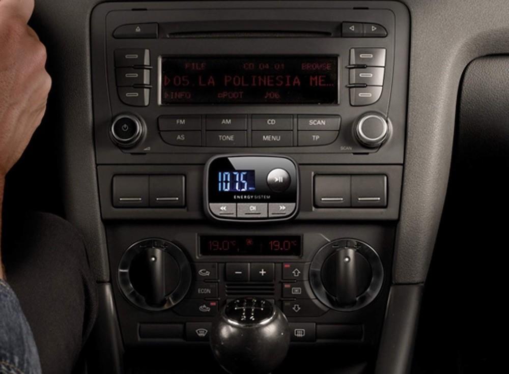 Cómo escuchar música de tu móvil a través de la radio del coche: guía de compra de transmisores FM bluetooth