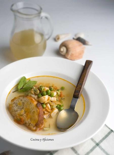 Sopa De Pescado Con Habas Y Guisantes
