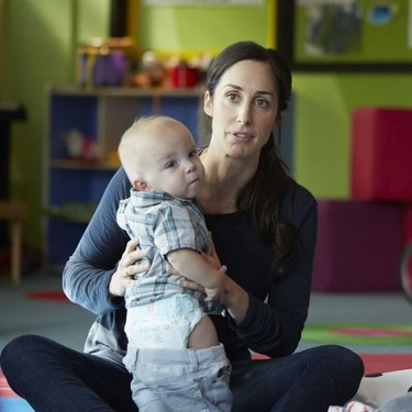 Por qué se necesitan más series y películas que muestren una maternidad realista