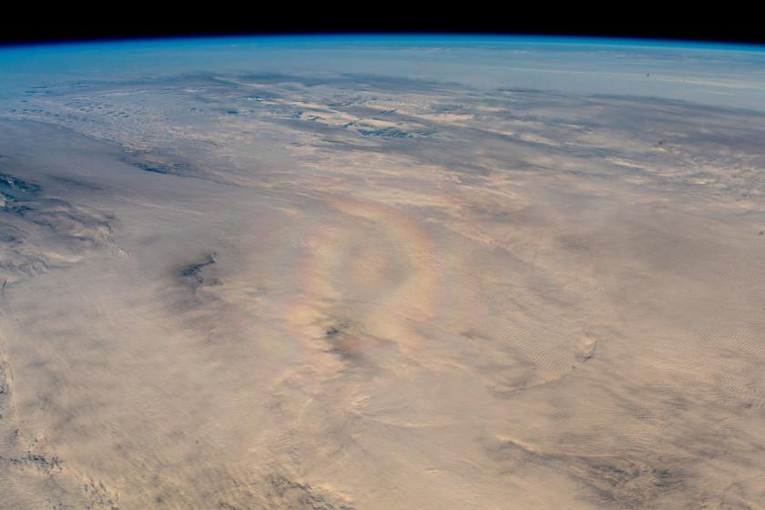 """El astronauta Alexander Gerst logró capturar un singular fenómeno óptico desde la ISS: la """"gloria"""""""
