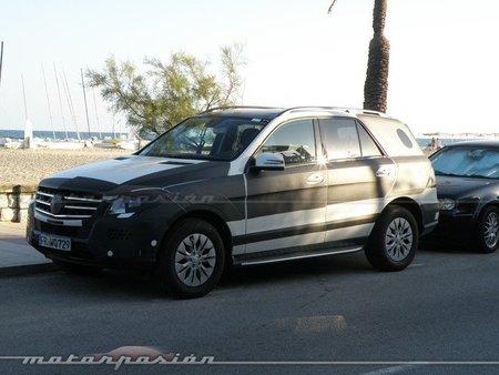 El Mercedes-Benz Clase M BlueTEC Hybrid se deja ver cerca de la playa