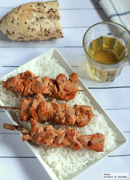 Brochetas de solomillo de cerdo estilo tandoori, la receta fácil y rápida para un picoteo oriental