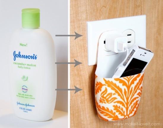 soporte para cargador con un frasco de plástico
