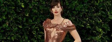 Anne Hathaway adapta el estreno de Locked Down a la pandemia de la Covid-19: así han sido sus tres looks para la presentación (desde casa)