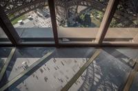 La Torre Eiffel estrena suelo de cristal a 57 metros de altura