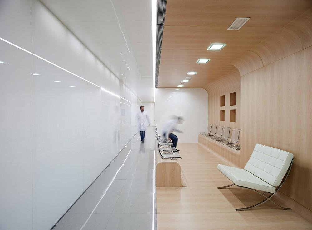 Foto de Una clínica dental aséptica y futurista (1/15)