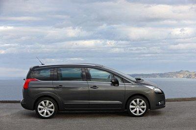 Los Peugeot 5008 y 3008 ahora también pueden ser mircrohíbridos