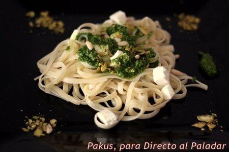 Tallarines con queso de Burgos y pesto de espinacas y pistachos. Receta