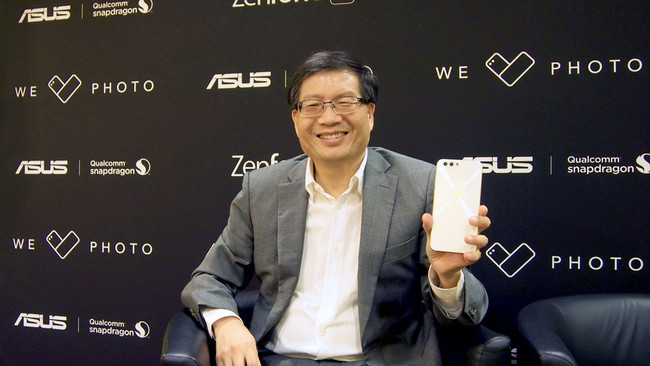 """""""Lo ideal sería tener tres cámaras en un móvil: una tele, otra normal y una tercera angular"""", Jerry Shen (CEO de ASUS)"""