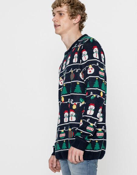El día ha llegado: Pull & Bear saca a la venta su clásica colección de jerséis navideños