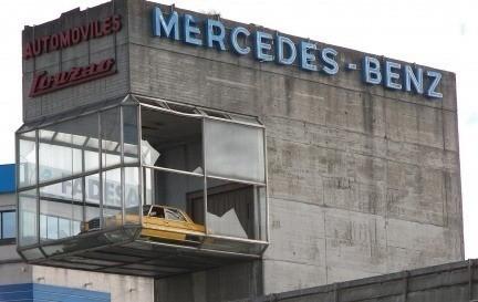 La historia del Mercedes que presidía la entrada a Coruña