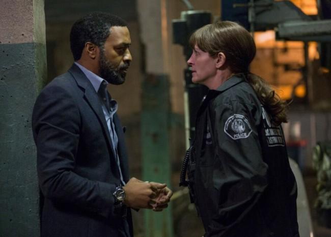 Chiwetel Ejiofor y Julia Roberts en el tráiler de El Secreto de sus Ojos