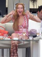 ¿Se lo está pasando bien Lindsay Lohan en Ibiza? Su cara nos saca de dudas
