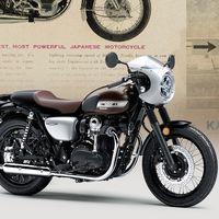 La Kawasaki W800 viaja en el tiempo y saca sus versiones Street y Café por más de 10.000 euros
