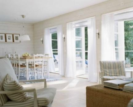 Puertas abiertas: un salón cómodo y bien aprovechado